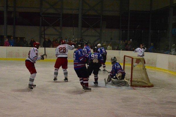 Rozhodne sa vposlednom kole. Gelničania si ešte hokejovú sezónu predĺžili.