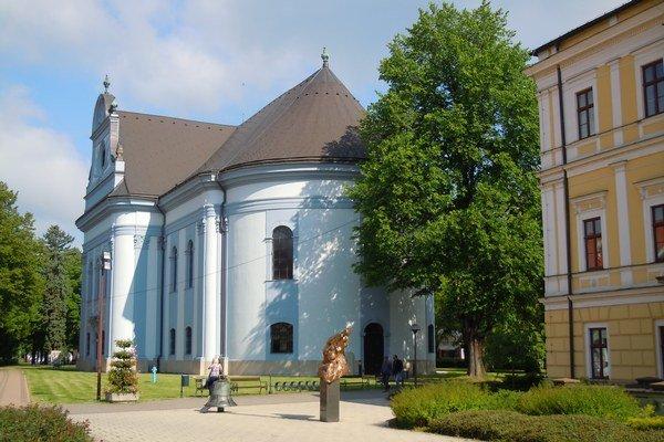 Evanjelický kostol. Radí sa ktypickým stavbám obdobia klasicizmu.