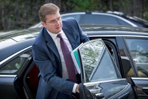 Minister životného prostredia Peter Žiga na zosuvy v Hradci a Veľkej Lehôtke vyjednal milión eur.