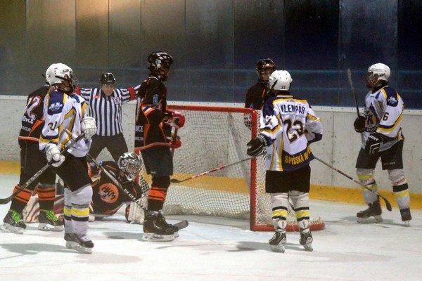 Cenné víťazstvá. Dorastenci bodovali naplno proti Ružinovu a Dubnici, žiaci zdolali Michalovčanov vo všetkých zápasoch.