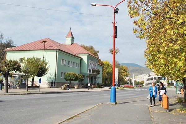 Mestský úrad v Krompachoch. V týchto dňoch sa tu udiali zmeny.