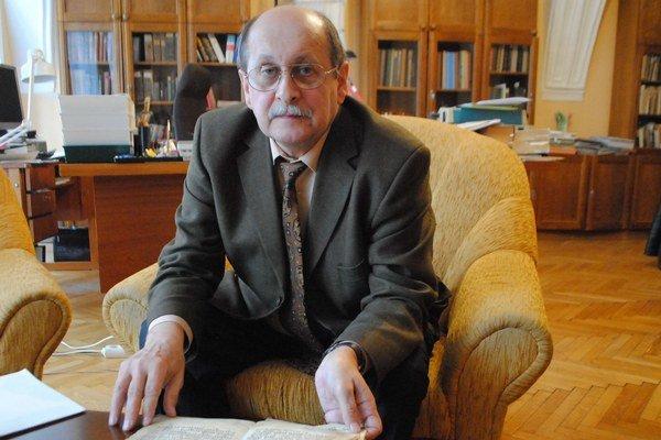F. Žifčák s formulárom prísah.