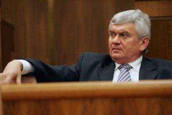 Minister hospodárstva Ľubomír Jahnátek presadil v parlamente zmeny, ktoré majú Slovensku zabezpečiť plyn v prípade novej plynovej krízy.