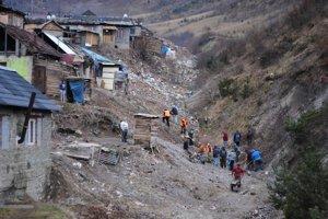 Množstvo odpadu. Upratujú po sebe osadníci z Richnavy.