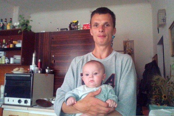 Michal s dcérou Michaelou. Verí, že raz bude svoju dcéru vychovávať on.