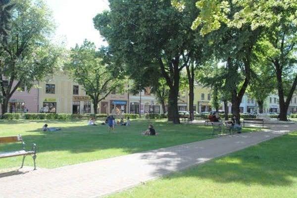 Centrálny park v Spišskej Novej Vsi. Je miestom oddychu každej vekovej kategórie.