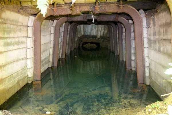 Prakovské rudné bane. Ťažili v nich siderit s vysokým obsahom horčíka.
