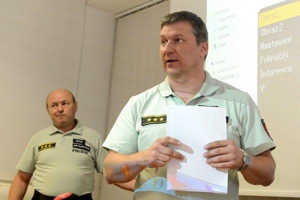 Na snímke sprava riaditeľ KR PZ v Košiciach Juraj Leško a zástupca riaditeľa krajského KR PZ v Košiciach Rudolf Pilarčík.