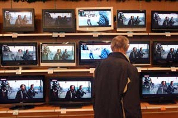 Kto si na Vianoce kúpi na splátky napríklad televízor, za pôžičku by nemal platiť viac ako vlani.