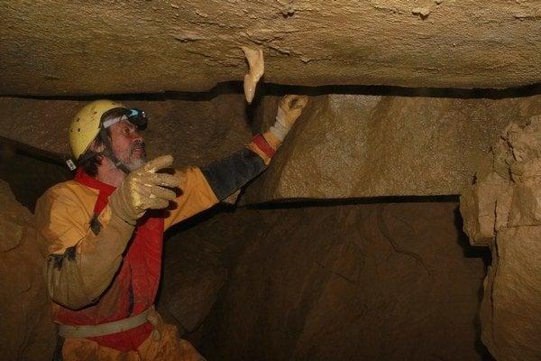 Ján Vykoupil. Objaviteľ jaskyne pod Spišskou. Kvapeľ je jediný a jedinečný v pseudokrasovej jaskyni.