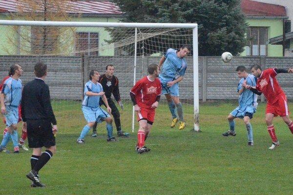 O šesť bodov. Cez víkend sa viacero klubov predstaví na domácom ihrisku posledný raz vo futbalovom roku 2013.