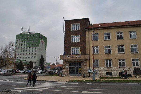 Mesto redukuje svoje členské aktivity.