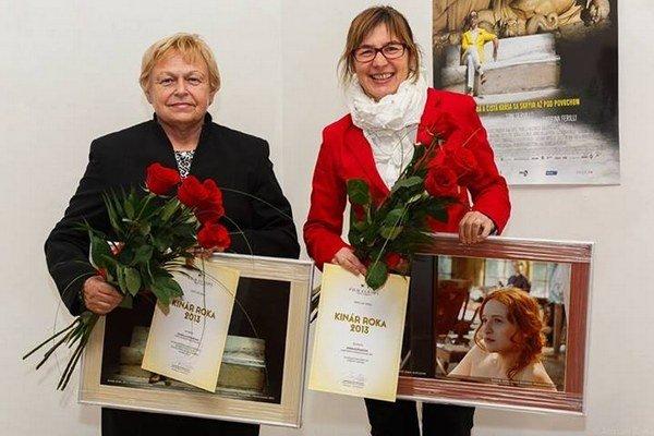 A. Koťuhová (vpravo) s ďalšou ocenenou kolegyňou z Bratislavy.