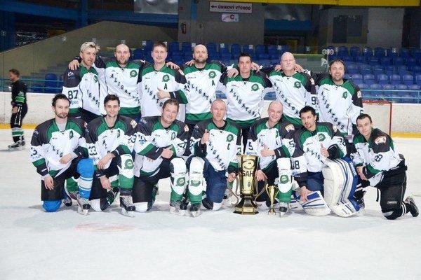 SKV Aligators – víťaz amatérskej ligy 2013/2014. Vo veľkom finále Spišskej amatérskej hokejovej ligy SKV Aligators zdolali Sp. Štvrtok 2:1.