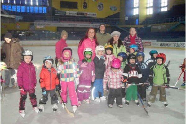 Malí korčuliari – škôlkari. MŠ Tomášika korčuľovala celú sezónu.