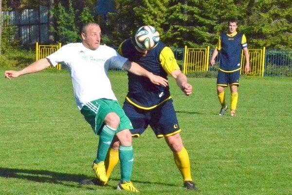 PIatoligový kráľ strelcov. Folkmarčan Marián Belej (v bielom) nastrieľal úctyhodných 24 gólov za celú futbalovú sezónu.