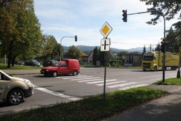 Nové semafory by mali zdynamizovať dopravu.