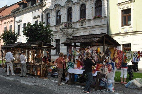Karpatský remeselný trh. Zo strany remeselníkov je o účasť na trhu v Levoči veľký záujem.