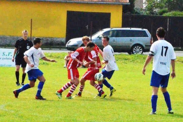 Rozhodol druhý polčas. Rezerva Spišskej Novej Vsi v Harichovciach v prvom polčase odolávala. Dva góly strelili domáci až po zmene strán.