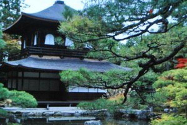 Zenová záhrada. Je miestom pokoja a meditácie.