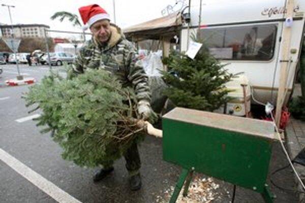 Ani sa nenazdáme a už tu bude opäť čas kupovania vianočných stromčekov.
