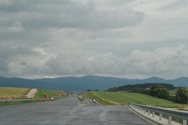 Výstavba. Na ľavom páse diaľnice začali pracovať v lete tohto roka.