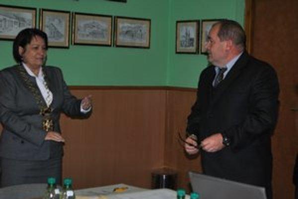 Nový náčelník. Zložil sľub člena MsP do rúk primátorky Rušinovej.