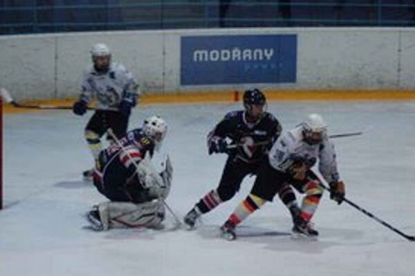 Prehra po slabom výkone. Extraligoví dorast zakončil hokejový rok prehrou 2:6 v Košiciach.