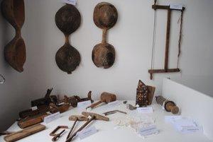 Zbierka starých predmetov. Darovali ju samotní obyvatelia obce.
