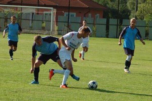 Po polroku na ihrisku. Na vlastnej tráve sa predstavili Folkmarčania po polroku a v derby s Krompachmi prehrali o dva góly.