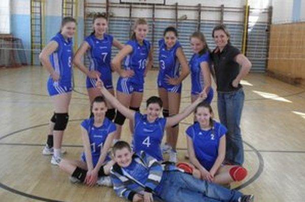 O majstrovský titul. Po výbornej sezóne spišskonovoveské kadetky zaslúžene postúpili do bojov o majstrovský titul.