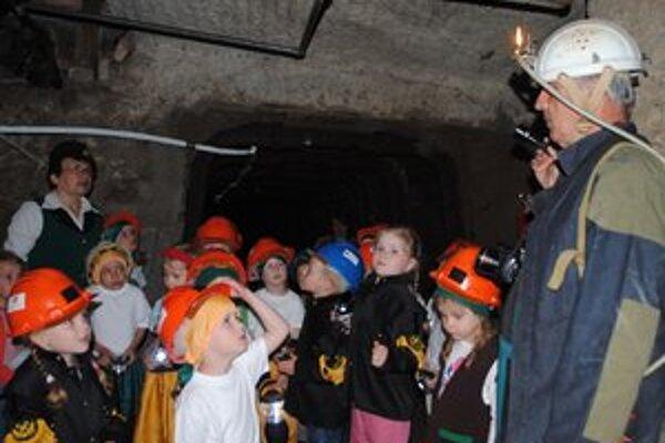 Škôlkari návštevu bane prežívali rôzne.