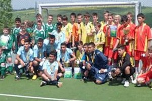Účastníci turnaja. O pohár riaditeľky základnej školy bojovali v Bystranoch žiaci zo štyroch škôl.