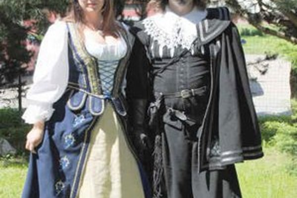 S manželom. Ich koníčkom je historický šerm.
