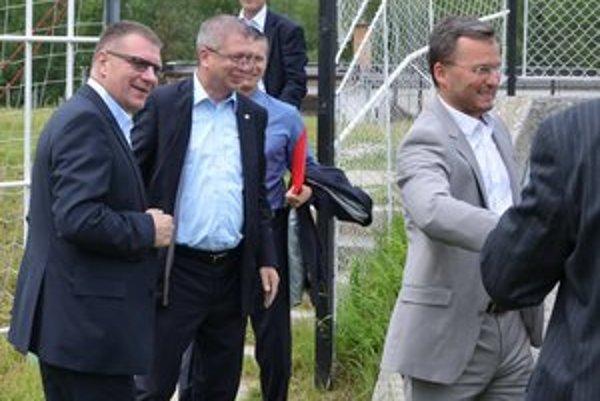 Smiech a plač. Najvyšším pánom futbalu bolo v Krompachoch veselo, no nám v Domaňovciach a Klčove je z ich riadenia do plaču.