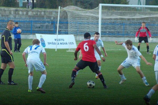 Veľký futbalový sviatok. Dnes bude na spišskonovoveskom trávniku slávnosť futbalu. Vo veľkom derby Novovešťania hostia Krompachy.