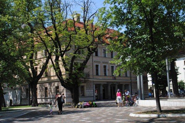 Mestský úrad. Aj Levočania majú nižší príjem z podielových daní.