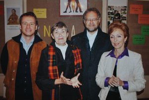 Hostia. Zprava P. Čižmár, S. Guznárová, Š. Šimko a organizátorka akcie D. Jurašková.