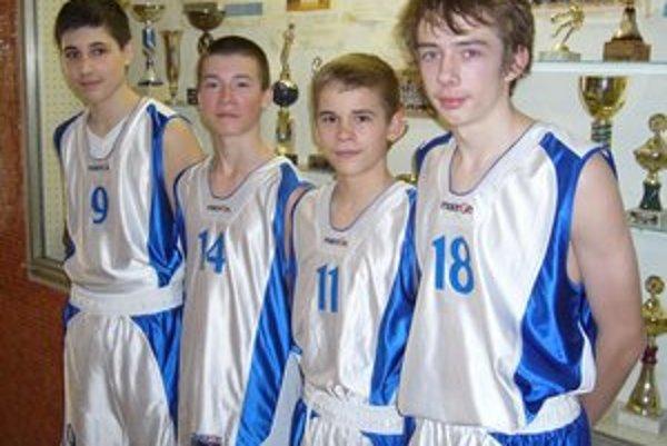 Basketbalisti z Kožuchovej. Jozef Dzurňák, Dávid Fulka, Daniel Bigoš a Tomáš Ratkovský.
