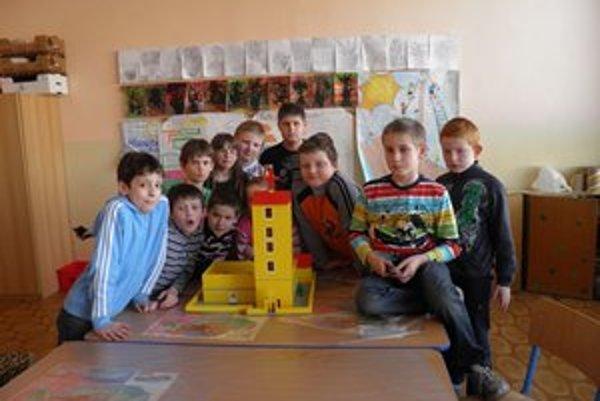 Víťazi súťaže so stavebnicou Lego.