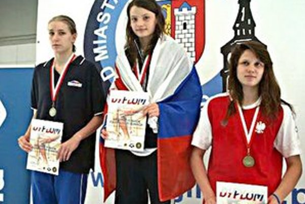 Barbora Mišendová (v strede). Juniorskou reprezentantkou už ako trinásťročná.