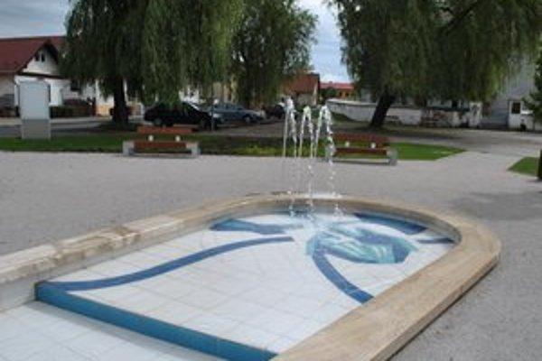 Fontána je súčasťou vynoveného centra.