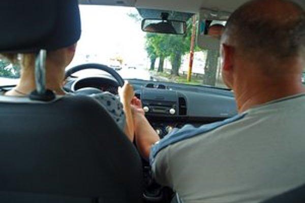 Zdá sa však, že absolvovať autoškolu je už teraz náročné. V mesiacoch máj, jún a júl vyskúšali komisári 424 žiakov v rámci okresov Spišská Nová Ves a Gelnica. Až 117 z nich neuspeli.