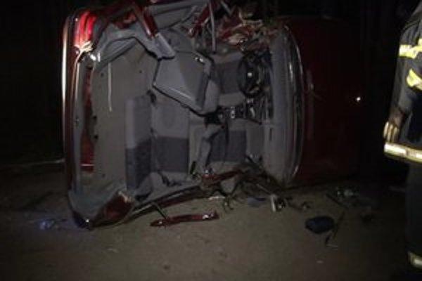 V aute zomreli traja mladí ľudia.