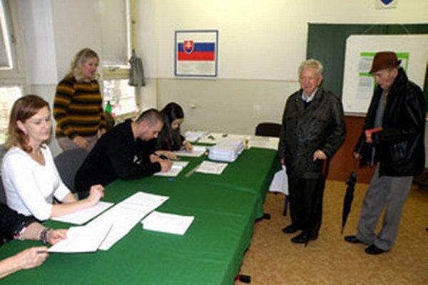 Do volebných miestností si na hornej Nitre našlo cestu cez 46 percent oprávnených voličov.