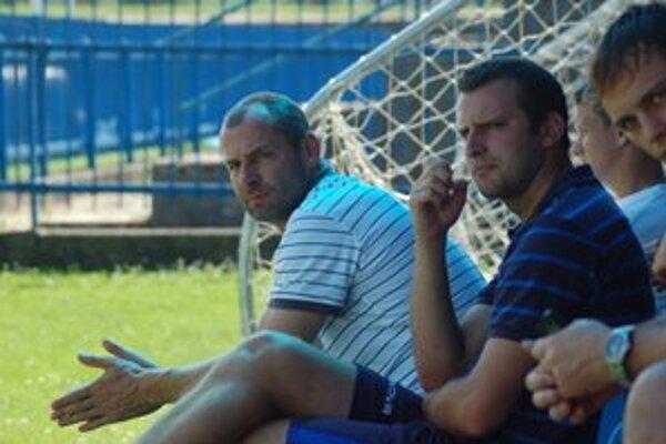 Trénera Miroslava Dunčka (vľavo) vedenie klubu odvolalo.