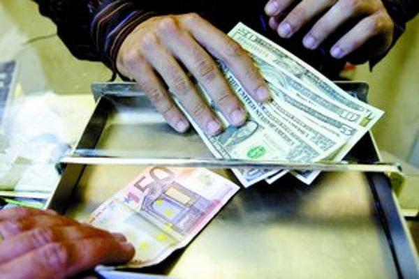 Česká spoločnosť, ktorá vykonáva bezhotovostné zmenárenské služby, obvinila slovenské banky, že ju chcú vytlačiť z trhu.