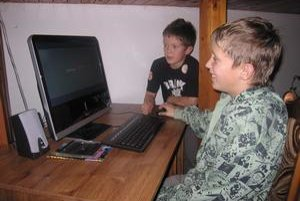 Vytúžený dar. Deťom sa splnil sen, pod vianočný stromček dostali moderný počítač.