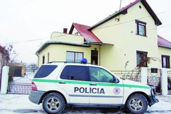 Razia. Polícia v dome údajného teroristu urobila dôkladnú domovú prehliadku.