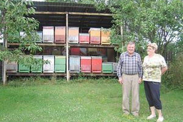 Rovderovci. Mária Rovderová prilákala k svojim včelám aj manžela.